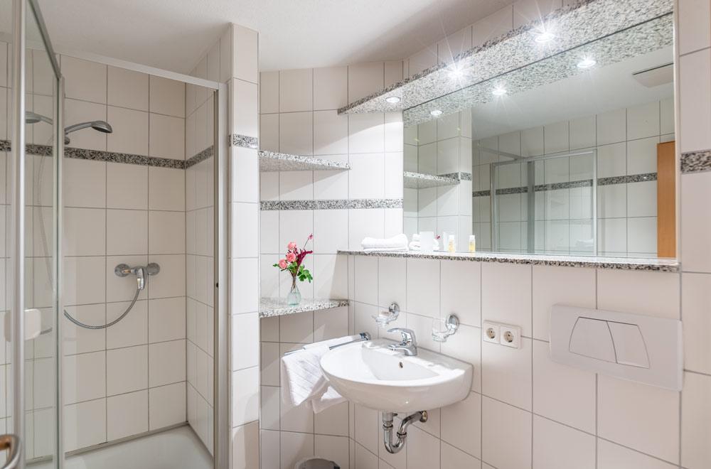 Badezimmer in der Ferienwohnung - Landgasthof Löwen in Aichen